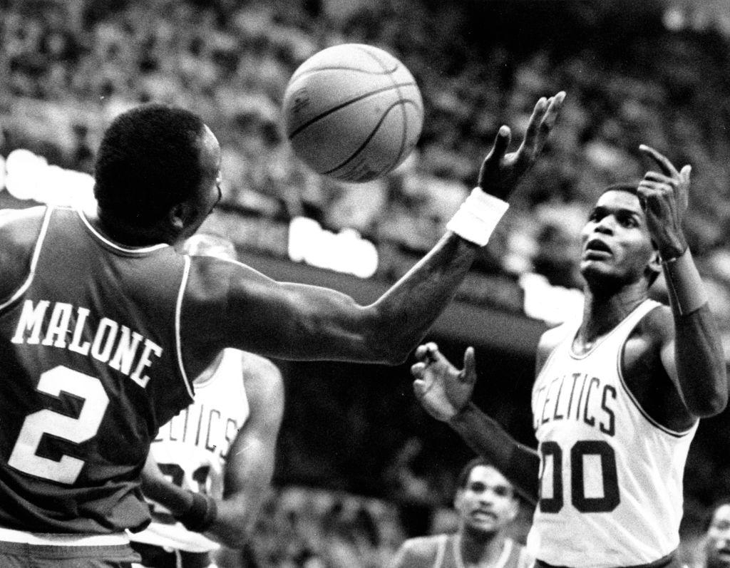 Philadelphia 76ers Vs Boston Celtics At Boston Garden