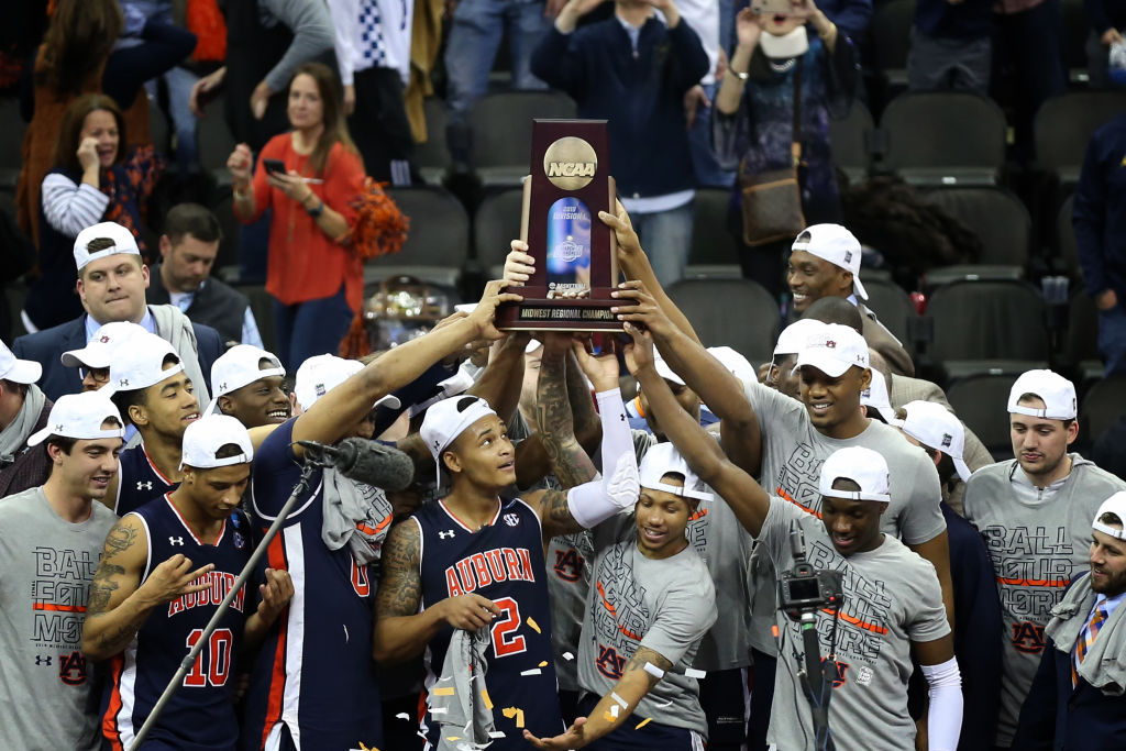 NCAA BASKETBALL: MAR 31 Div I Men's Championship - Elite Eight - Auburn v Kentucky